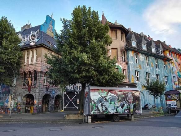 kiefernstrasse-graffiti-houses-dusseldorf-germany-1